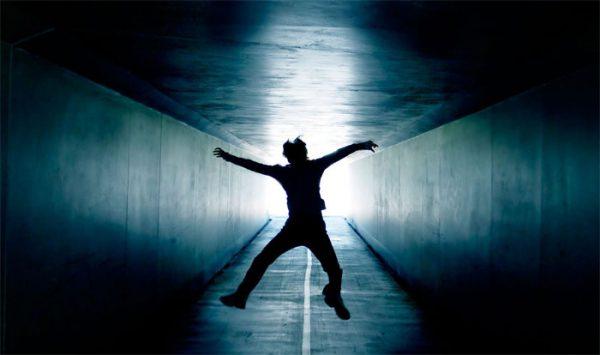 صورة السقوط في المنام من مكان عالي , ماذا يحدث اذا سقطت من مكان عالي