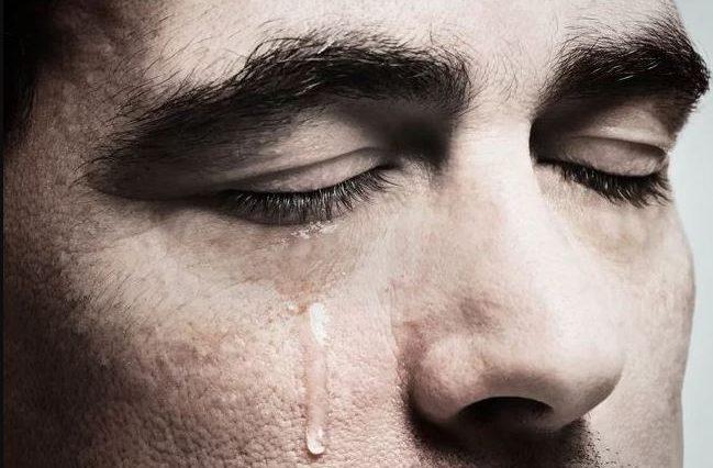صورة الزعل في المنام لابن سيرين , رؤية شخص حزين في الحلم