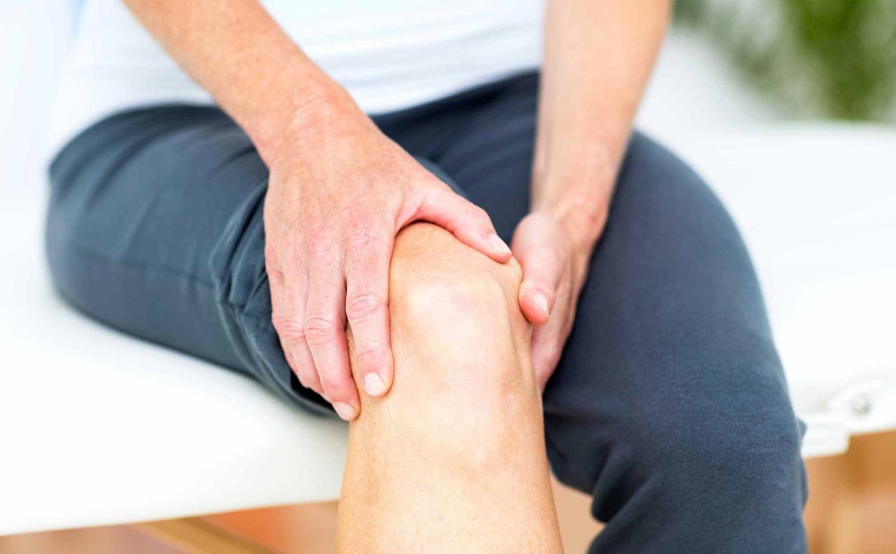 صورة علاج الام المفاصل والركبة بالاعشاب , طرق فعالة لعلاج الم الركبة 404