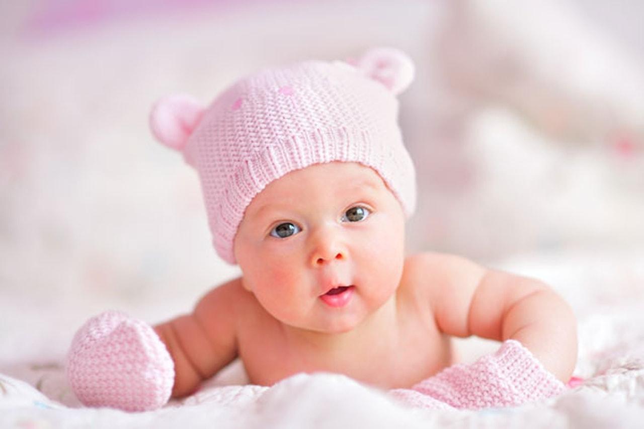 صورة حمل طفل صغير في المنام , تفسير رؤيه طفل في الحلم