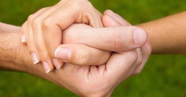 صورة تفسير مسك اليد , لمس الايادي في الاحلام ماذا يعني