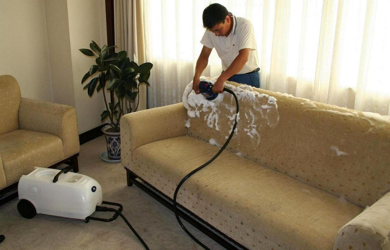 صورة افضل شركة تنظيف كنب بجده , وسيله سهله لتنظيف كنبتك 5538