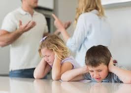 حل المشاكل بين الزوجين , تجنبوا التاثير بالسلب على اطفالكم