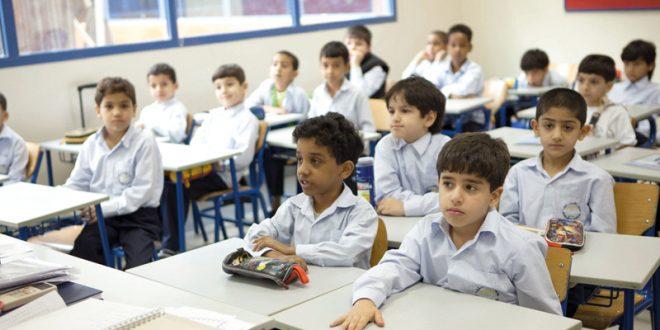 صورة صور اطفال يدرسون , الطفولة واخذ صورة اثناء الدراسه